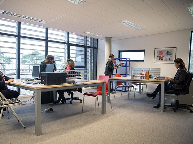 Des bureaux partagés